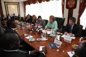 Встреча В.И. Матвиенко с делегацией Кении. Переводчик - Дмитрий Осадчук 2011