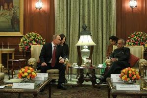 В. Путин и президент Индии П. Мукерджи. Переводчик Инга Храмкова