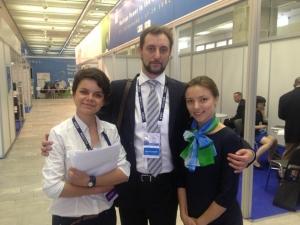 С.Н. Яковлев и выпускницы ВШП Софья Чанцева и Елена Желтова